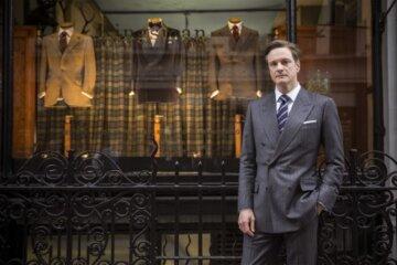 """Harry Hart (Colin Firth) vor dem Hauptquartier der """"Kingsman"""" © Twentieth Century Fox"""
