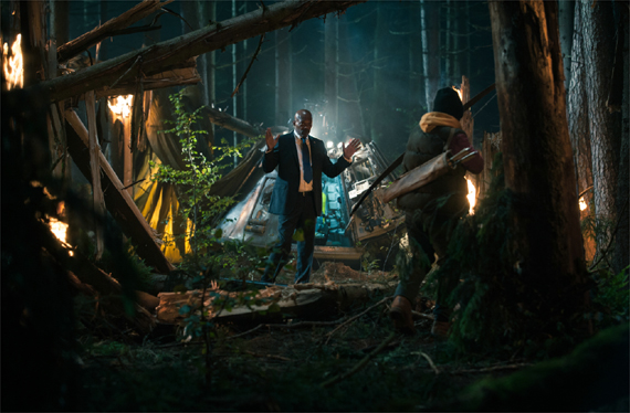 Präsident Moore (Samuel L. Jackson) steigt aus der Rettungskapsel © 2015 Ascot Elite Filmverleih GmbH