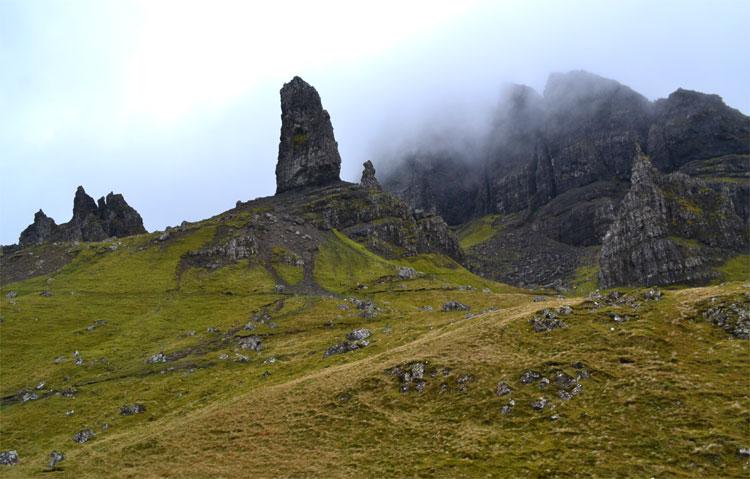 Nebelverhangene Berge am Old Man of Storr sorgen für die richtige Macbeth-Atmosphäre © Doreen Reeck