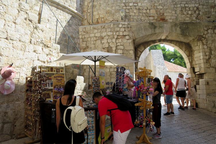 Souvenirstand am Ploče Tor, Dubrovnik © Andrea David