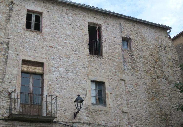 Lady Cranes Fenster, Carrer de la Claveria, Girona © Andrea David