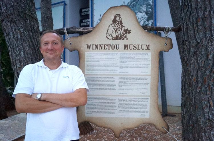 Im Schatten des Hotels Bluesun Alan wurde 2009 ein Winnetou-Museum eröffnet © Michael Scholten