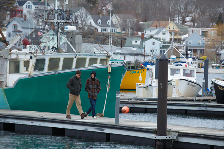 "Lee Chandler (Casey Affleck) und Patrick (Lucas Hedges) in ""Manchester by the Sea"" © Universal Pictures"