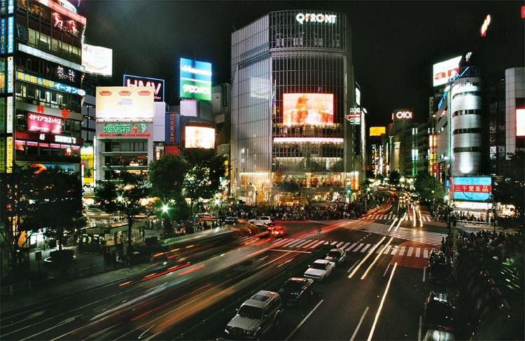 Q-Front-Gebäude an der Straßenkreuzung am Bahnhof Shibuya, Tokio
