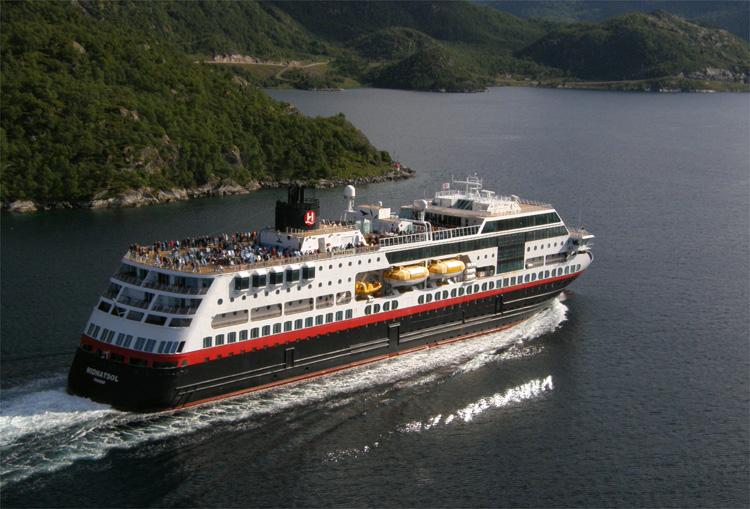 MS Midnatsol, Hurtigruten, Norwegen © Andrea David