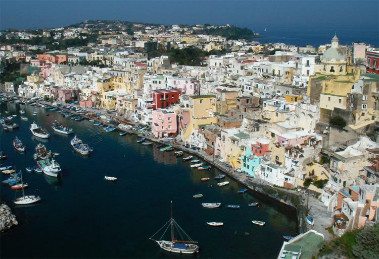 Corricella Bucht, Procida, Italien © LaMar-Reisen