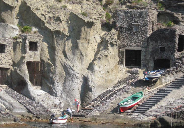 Der Hafen von Marios Vater, Salina, Italien © LaMar-Reisen