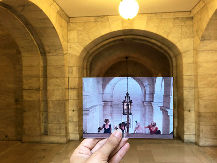"""Szene aus """"Sex and the City"""" in der New York Public Library, New York City"""