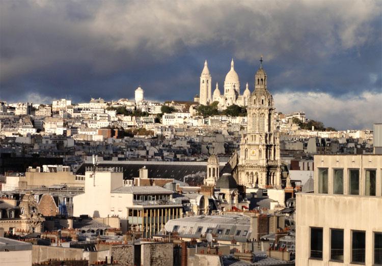 Blick auf das Montmartre Viertel mit der Sacré-Cœur, Paris © Andrea David