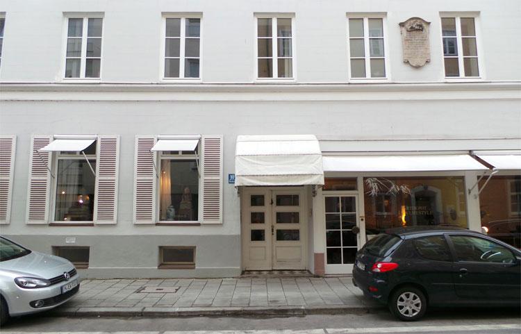 """Der Antiquitätenladen vom """"Spatzl"""", Fürstenstraße 10, Maxvorstadt, München © Andrea David"""