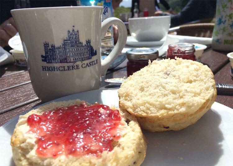 Afternoon Tea im Schlosscafé, Highclere Castle, Hampshire, England © Andrea David