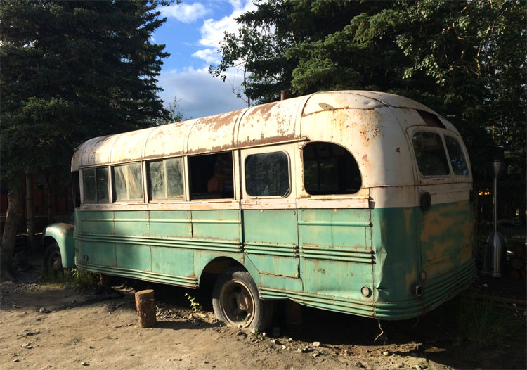 "Filmbus aus ""into the Wild"", 49th State Brewery, Nationalpark Denali, Alaska © Holger Jacobs"