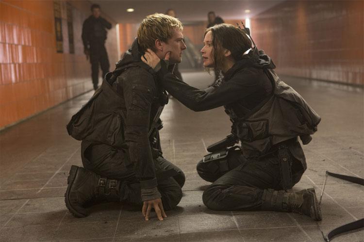 Katniss (Jennifer Lawrence) und Peeta (Josh Hutcherson) im Untergrund des Capitols, Berlin © Studiocanal