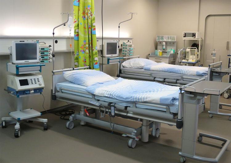 Intensivstation in der Studiokulisse für das Krankenhaus Hall, Ellmau © Andrea David