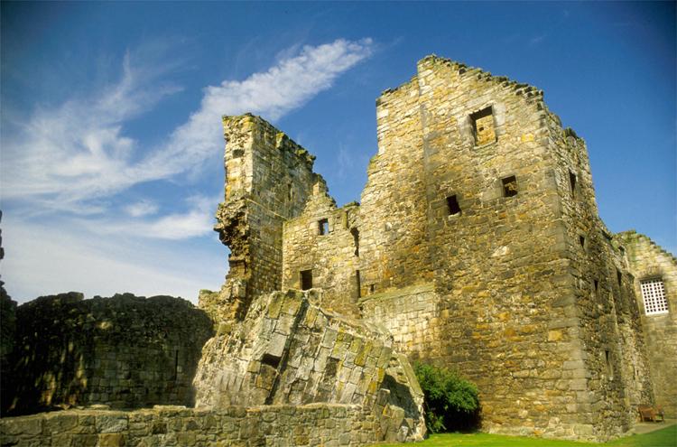 Aberdour Castle, Schottland © VisitScotland