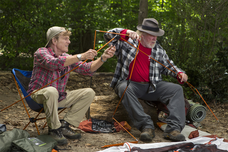 Bill Bryson (Robert Redford) und Stephen Katz (Nick Nolte) auf dem Appalachian Trail © Alamode Film