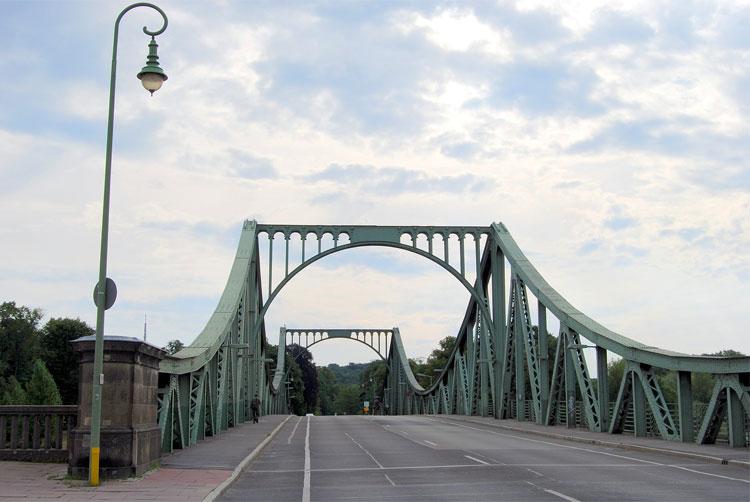 Die Glienicker Brücke zwischen Berlin und Potsdam