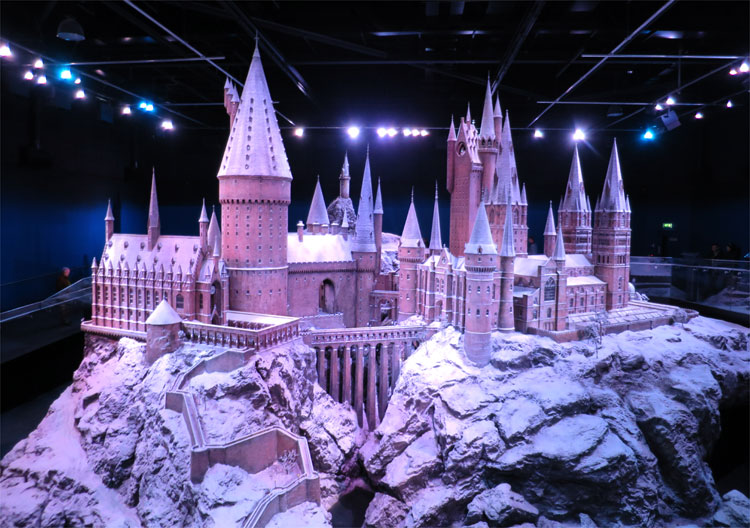 Hogwarts Modell im Schnee, Warner Bros. Studio Tour London © Andrea David