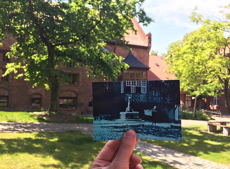 """Szene aus """"Nosferatu"""" im Innenhof der Heilig-Geist-Kirche, Wismar"""