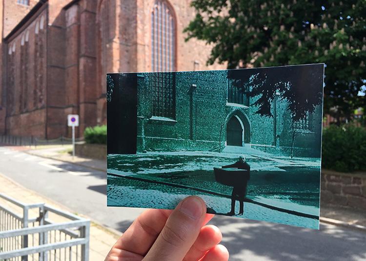 "Szene aus ""Nosferatu"" an der Kirche St. Georgen, Wismar"
