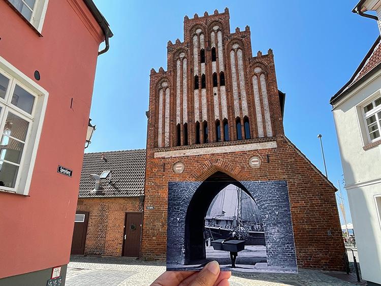 """Szene aus """"Nosferatu"""" am Wassertor, Wismar"""
