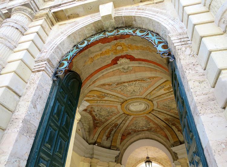 Der Eingang zum Großmeisterpalast, Valletta, Malta © Andrea David