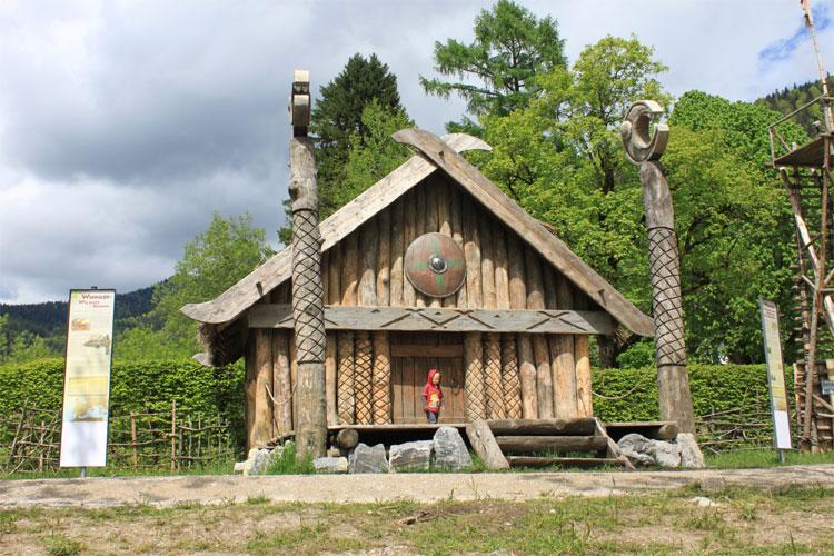"""Wikingerdorf """"Flake"""" © Tourist-Information Walchensee"""