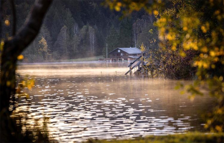 Der Kirchsee bei Sachsenkam, Tölzer Land © Archiv Tölzer Land Tourismus