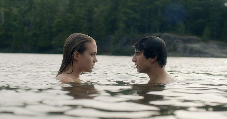 "Alex Ozerov und Bea Santos in ""Coconut Hero"" © Majestic Filmverleih"