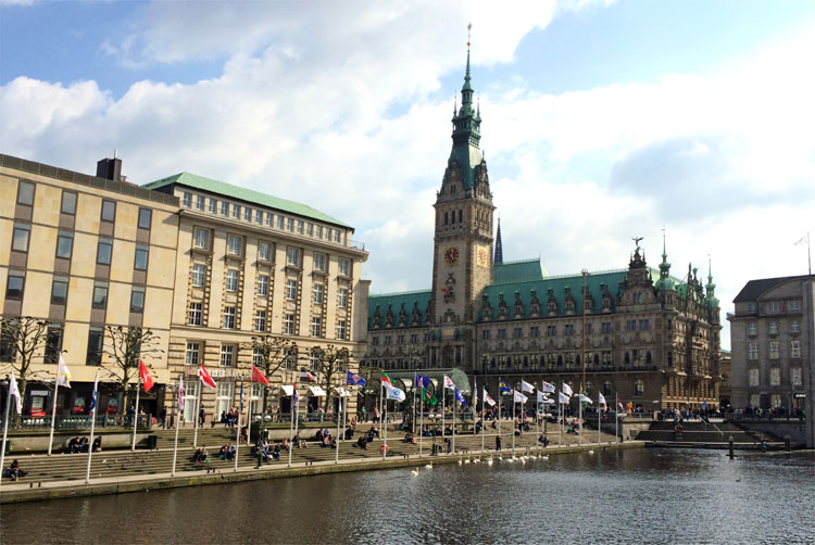 Rathaus Hamburg, Alsterfleet, Hamburg © Andrea David