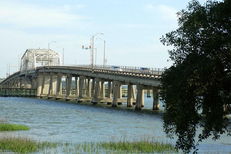 Woods Memorial Bridge, Beaufort, South Carolina © Mandy Decker / Travelroads