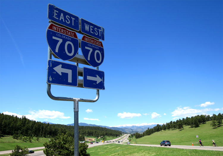 Blick auf die Berge an der Interstate 70, Denver © Andrea David