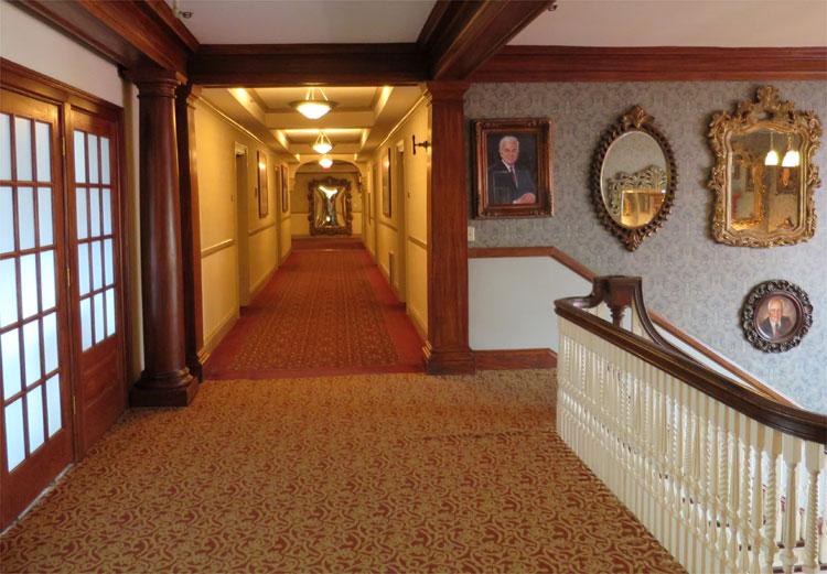 Hotelflure, The Stanley Hotel, Estes Park, Colorado © Andrea David