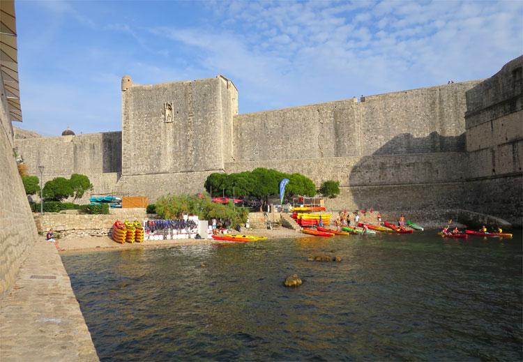 """Kanuverleih in der """"Schwarzwasserbucht"""", Dubrovnik © Andrea David"""