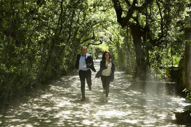 Langdon (Tom Hanks) und Sienna (Felicity Jones) im Boboli-Garten in Florenz © 2016 Sony Pictures Releasing GmbH