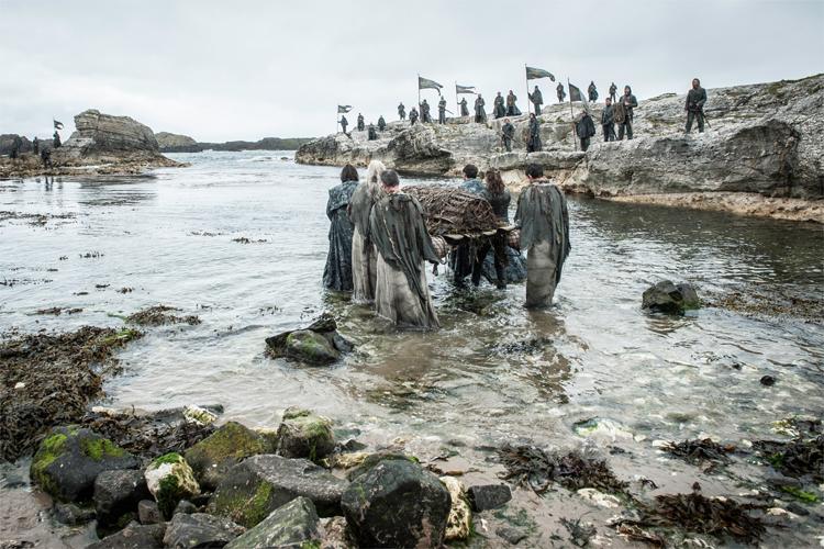 Die Beisetzung Balon Graufreuds, Ballintoy Bay, Nordirland © HBO
