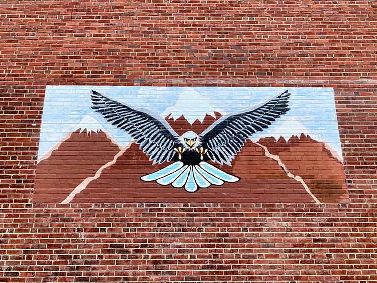 Adler am Roberto Clemente Playground, Philadelphia