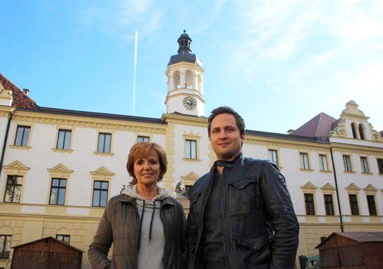 """Am Set von """"Kommisarin Lucas"""" am Schloss St. Emmeram in Regensburg"""
