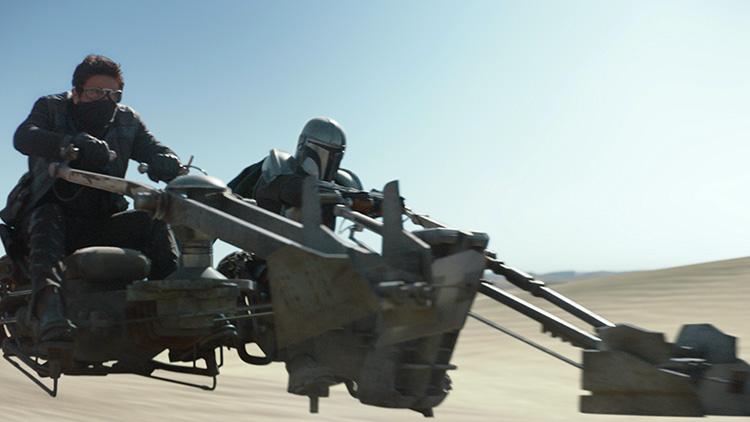 Mando und Toro Calican (Jake Cannavalea) unterwegs auf Tatooine