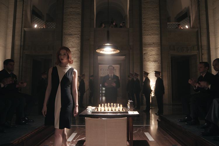 """Szene aus """"Das Damengambit"""" im Bärensaal"""