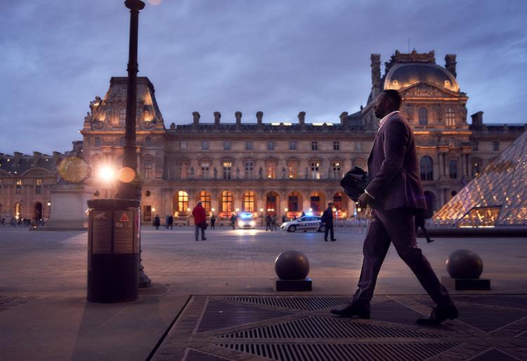 "Szene aus ""Lupin"" am Louvre, Paris"