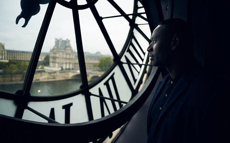 """Szene aus """"Lupin"""" am Musée d'Orsay, Paris"""