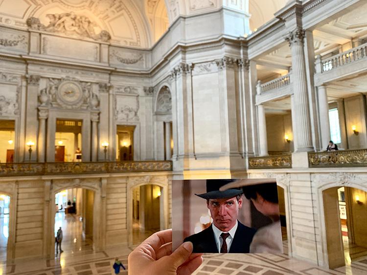 """Filmszene aus """"Indiana Jones - Jäger des verlorenen Schatzes"""" in der City Hall, San Francisco"""