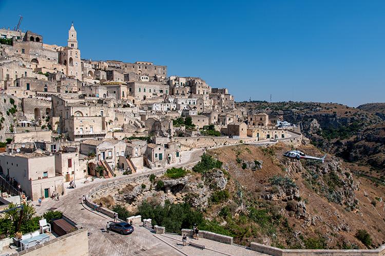 """Filmszene aus """"Keine Zeit zu sterben"""" in Matera, Italien"""