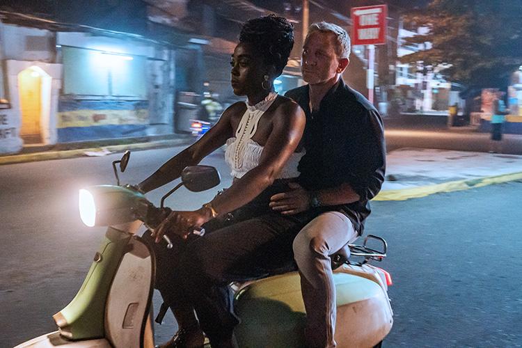 """Filmszene aus """"Keine Zeit zu sterben"""" auf Jamaika"""